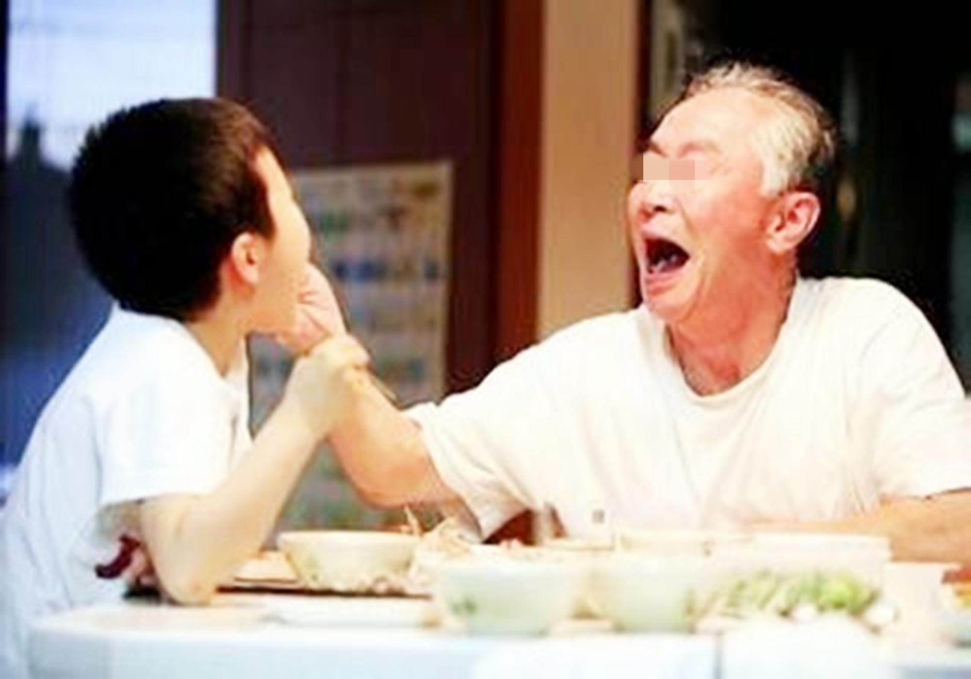 """一碗""""毒面条""""毁了三代人,身为家长要反思,现在改还来得及"""