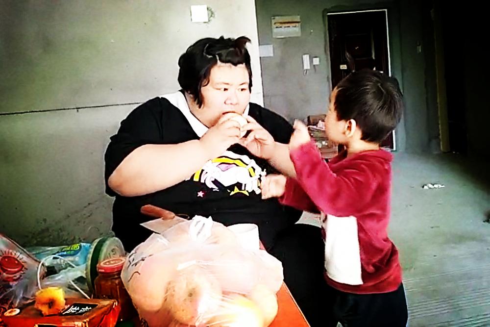 406斤孕妈赌命生二胎,过度肥胖对宝宝和妈妈都不好,如何掌控?