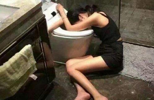 女子KTV上厕所,被十余男子纠缠不幸身亡,丈夫:KTV责任不可推卸