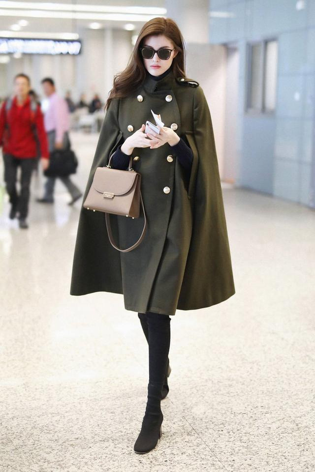 同一件大衣为何你穿不好看,学学何穗叠穿法,轻松时髦整个秋冬