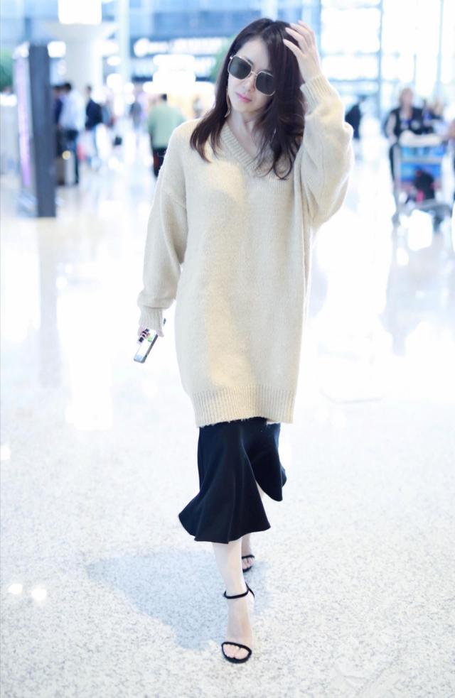 陈紫函发福胖太多,素颜穿着宽松走机场,无惧小粗腿辣眼睛