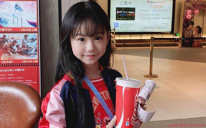 原创 欢乐喜剧人6小女孩是谁 童星七七凌岑助阵郭阳郭亮引热议