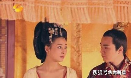 """她年轻时""""迷死""""一大片男人,却不结婚不生孩子,今40岁甜的像个水蜜桃!"""