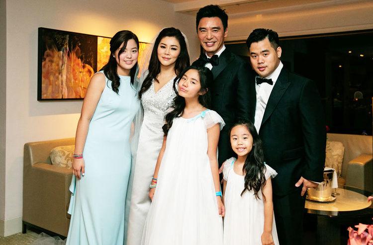 64岁钟镇涛和小19岁妻子近照曝光,她比28岁儿子还显年轻