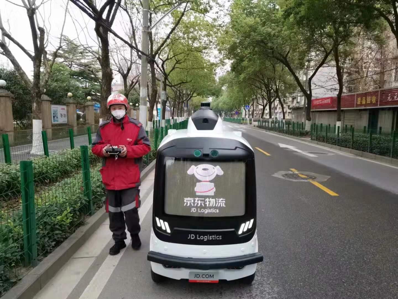 近日,京东物流在疫情核心区武汉已基本完成机器人配送的地图采集和机器人测试,为了更好地实现机器人配送常态化,京东物流正在从各地抽调配送机器人驰援武汉.