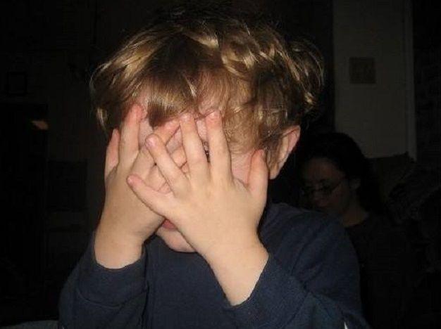 8岁儿子偷藏妈妈内裤,医生:是大人的问题,别再犯了!