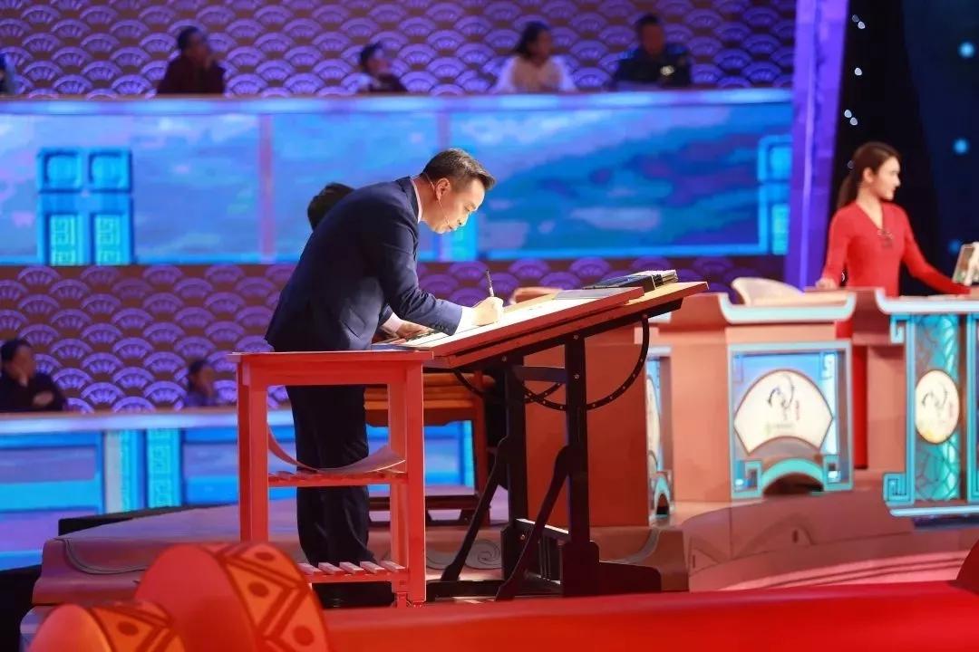 中国诗词大会 主持人,前任董卿虽好,但现任龙洋也已渐入佳境