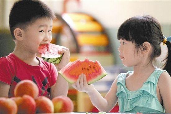 立春后注意孩子飲食,這3種水果要少給孩子吃,傷脾胃還不長個