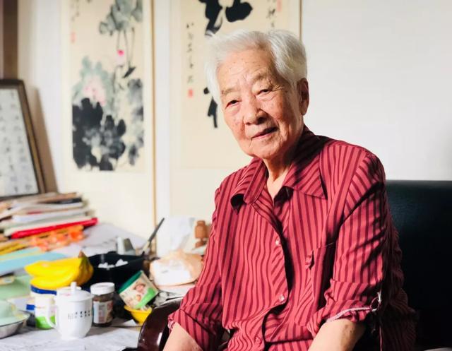 传统媒体集体闹乌龙,报道老艺术家于蓝病逝,田壮壮为母亲报平安