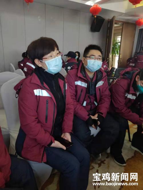 「王霞」宝鸡第一批援鄂护士王霞:工作非常辛苦 但我们一定能战胜病毒,