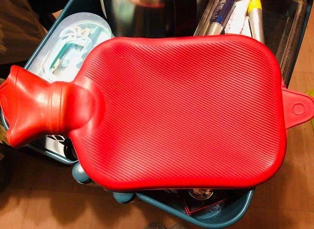 6岁孩子被热水袋炸伤,这些取暖设备存在危险,给宝宝使用需谨慎