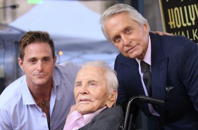 好莱坞传奇影星柯克·道格拉斯逝世,享年103岁