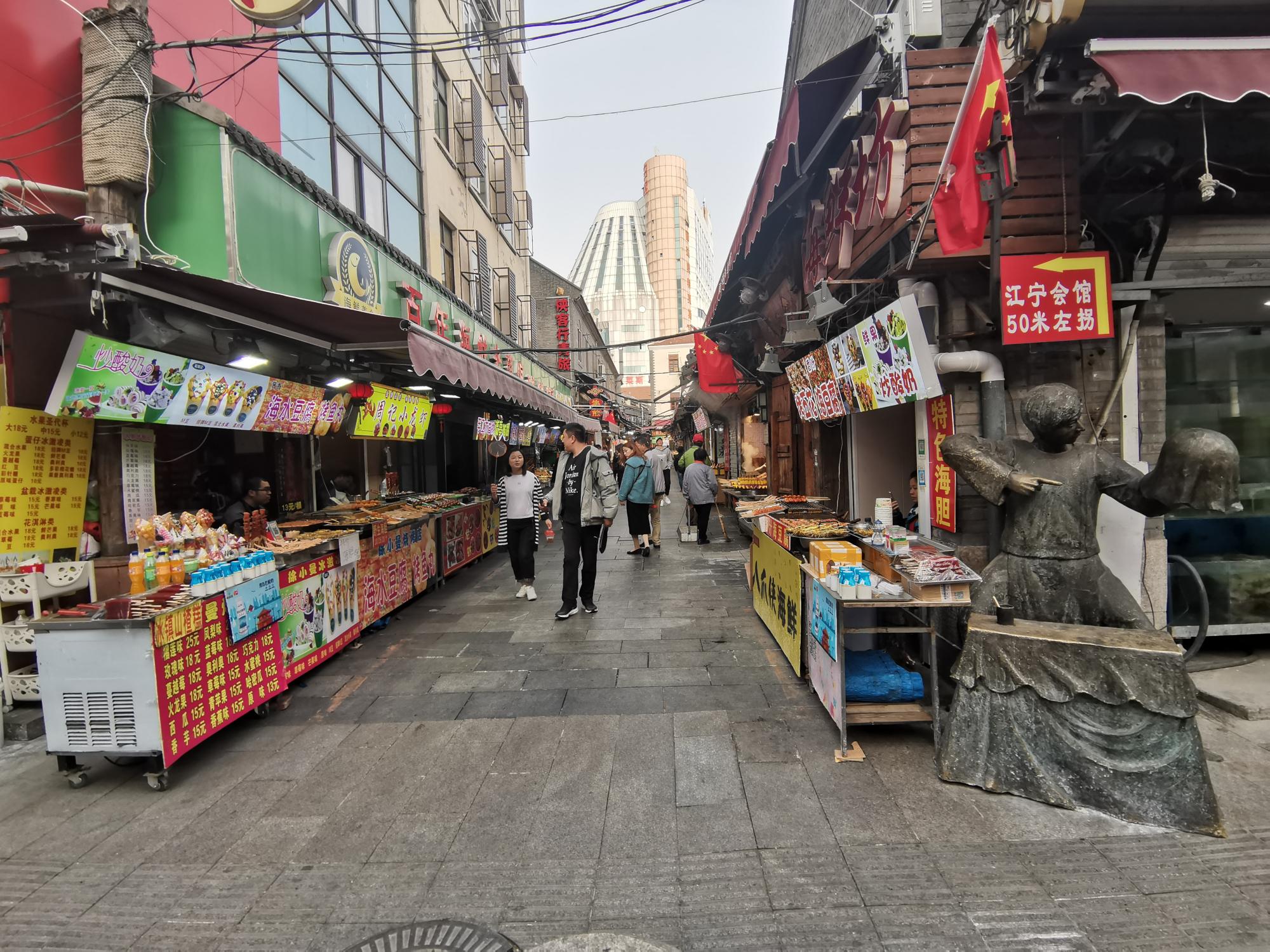 ?青岛最早的平民娱乐中心:现成网红美食街,本地人早已不去