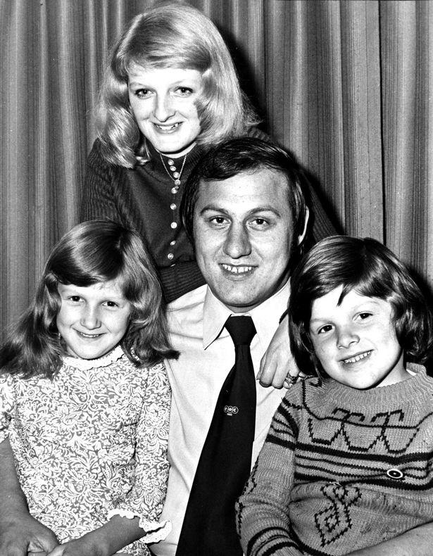 原创 英国拳击手46年前勇斗绑匪救下安妮公主,如今穷困潦倒只能卖掉勋章