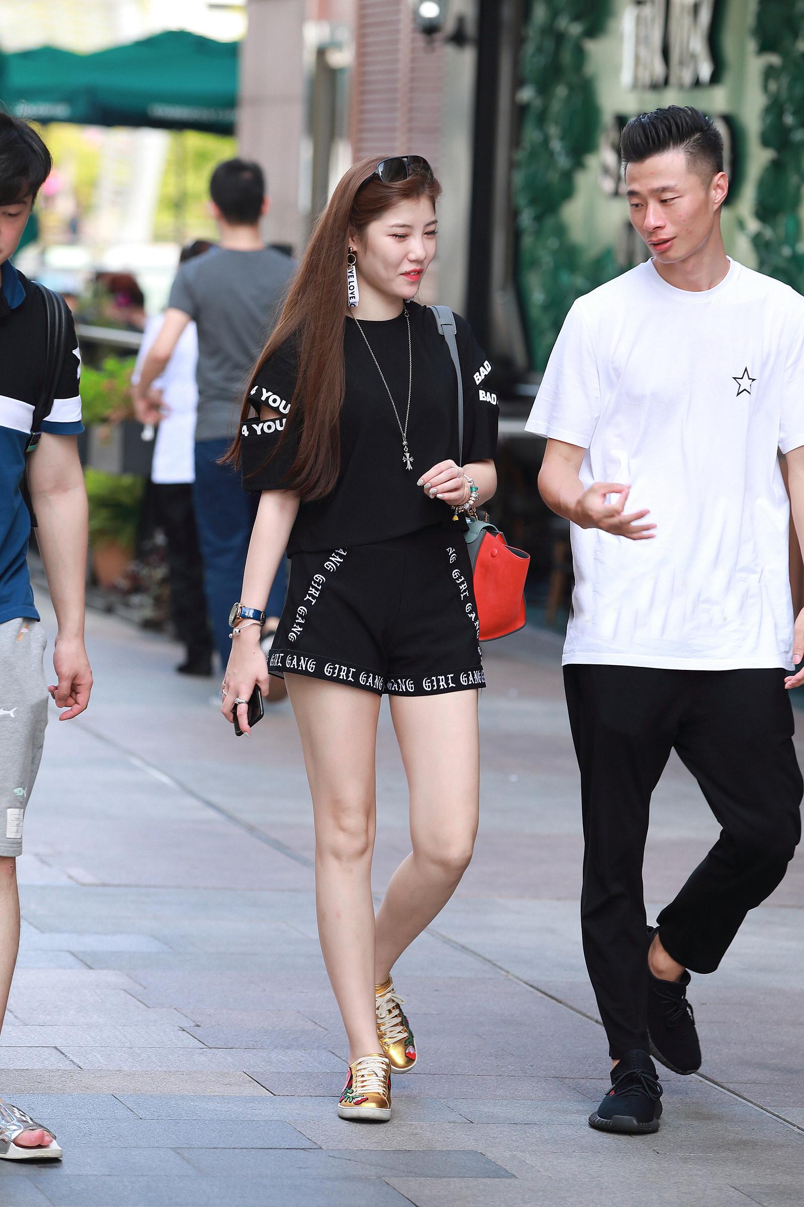 街拍:时尚潮流需要我们用心去发现,去尝试。