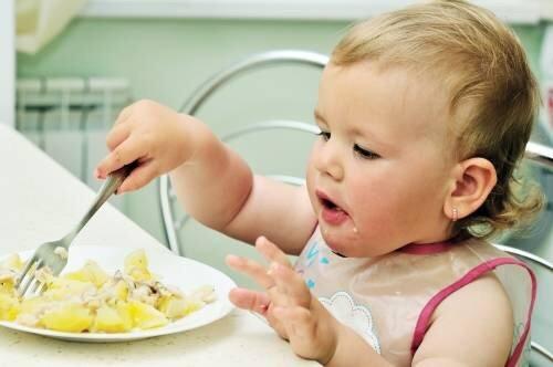 宝宝多大可以吃大人饭?很多家长都喂早了,过早吃不利孩子健康