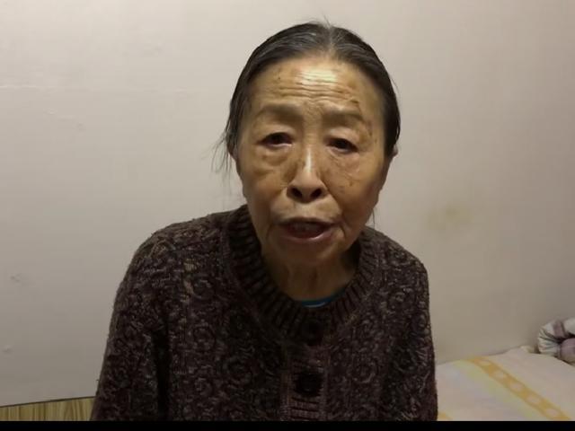 老戏骨张少华录视频,为一线医护人员送祝福,73岁精神状态尚好 作者: 来源:猫眼娱乐V