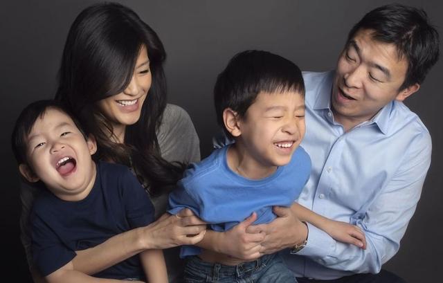 原创 杨安泽妻子公开场合大吐苦水:做全职妈妈其实比上班更累