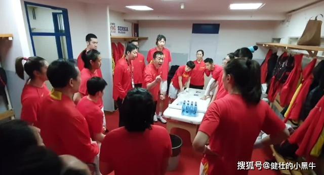 还有一个人意外的一夜成名,成中国女篮大功臣,曾辅佐姚明夺得CBA总冠军