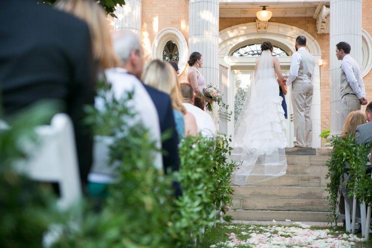 儿子办婚礼,母亲前去参加,儿子决定不结了