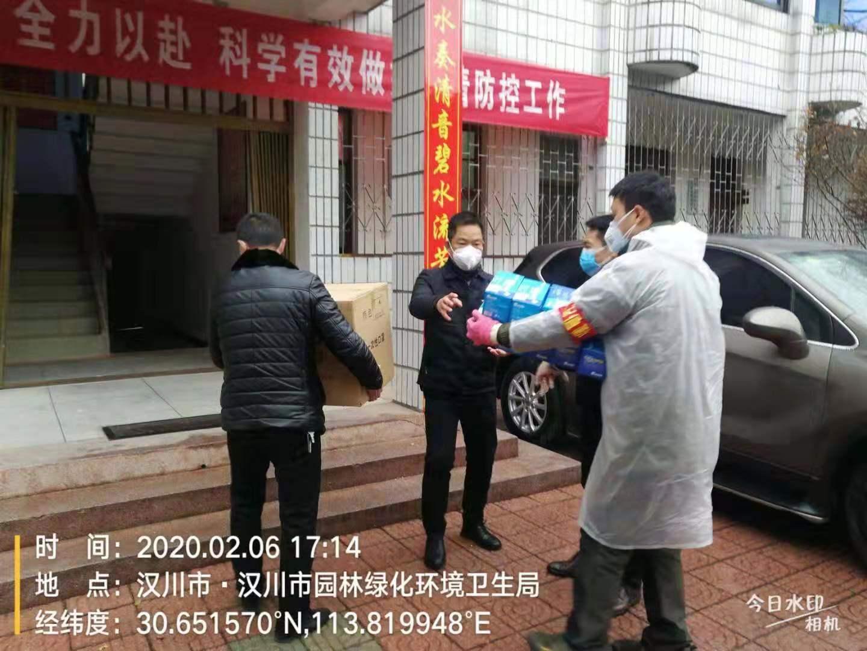汉川爱心社会组织向一线环卫工人捐赠口罩
