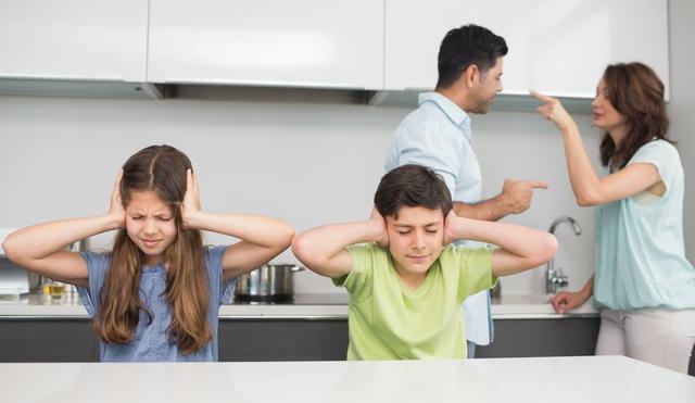 公公婆婆阻止我们离婚,说公司可以不要,家不能散!婆婆还决定天天跟着她儿子
