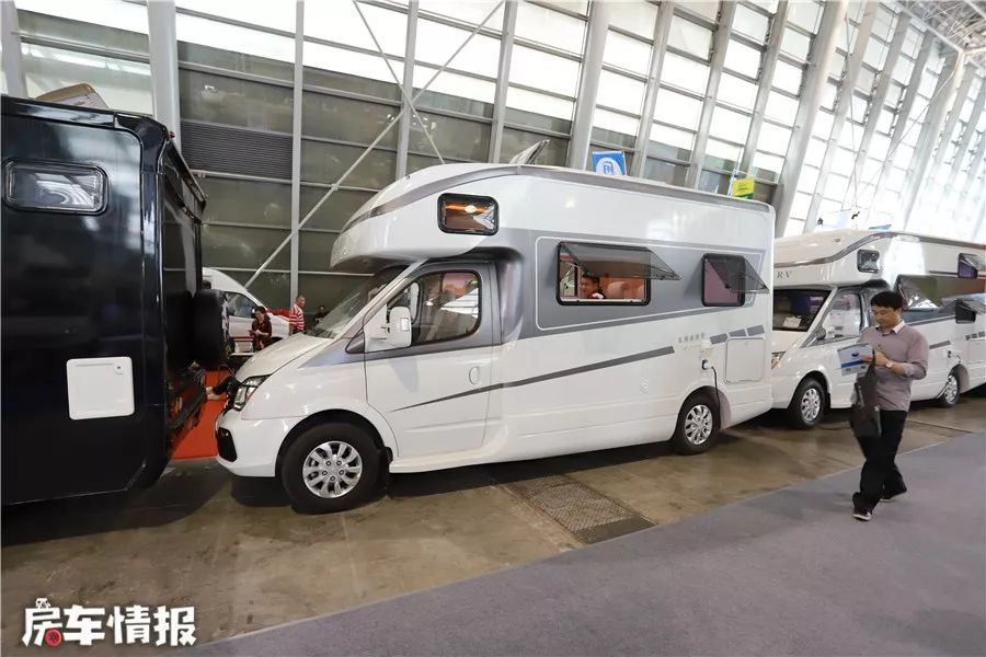 追求性价比的好选择,V80房车已经全面升级,两张大床还配备了800Ah锂电池