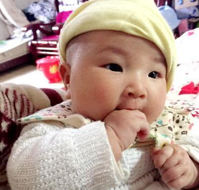 15个月的宝宝吃汤圆被卡口唇发紫,多大的娃能吃汤圆?家长牢记