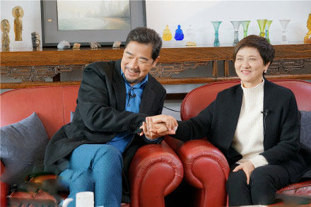 60岁邓婕全家近照,为叛逆继子淡出娱乐圈,现成最佳继母仍未育