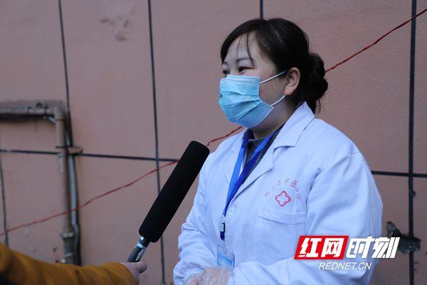 """县级融媒体中心记者在行动丨赫山融媒体中心:捧上多样""""疫情新闻快餐"""""""