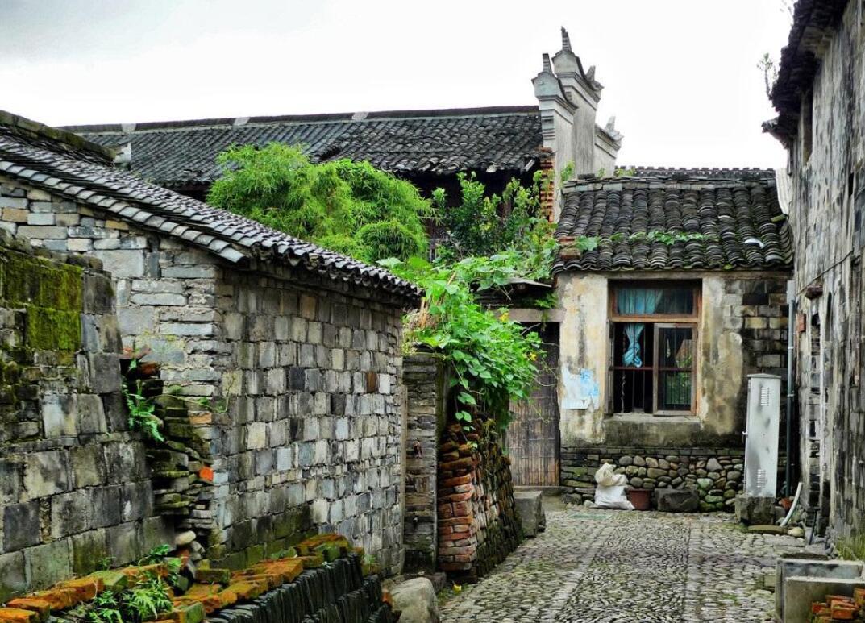 前童古镇古雅细腻,770年来落籍生根历代繁衍,终于成为万人大村