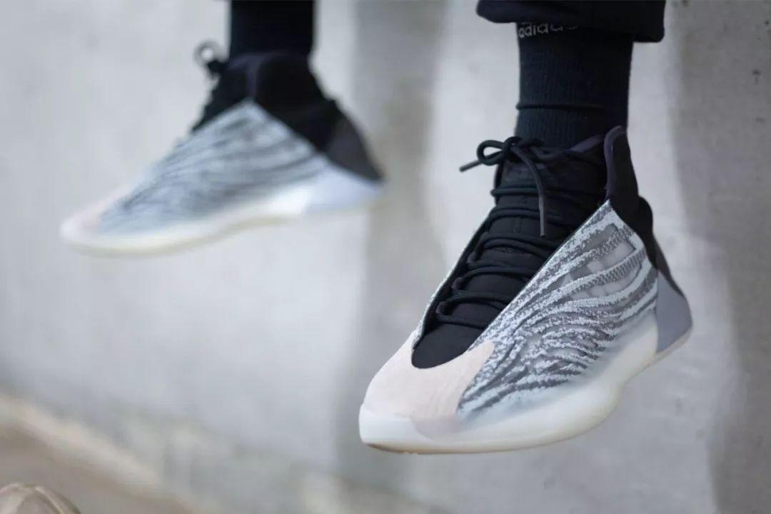 "Yeezy首款篮球鞋发售终敲定,还分两个版本?!</title><metahttp-equiv=""Cache-Control""content=""no-t"