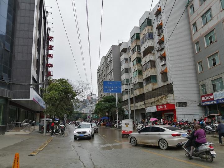 隆林县县城内人口是多少_隆林县县城图片