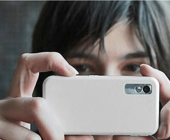 「摄像头」为何要先打开手机摄像头?前台小妹:这样不会吃亏,情侣住酒店
