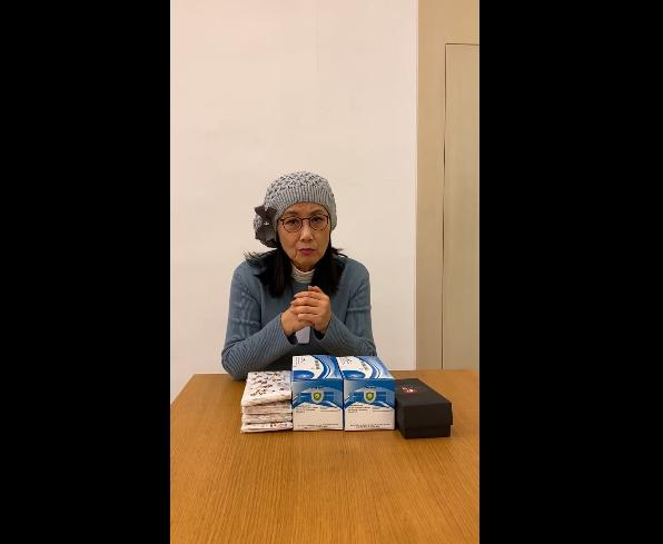 汪明荃获外国粉丝送口罩,特地录长视频感谢,脸谱袜子抢镜 作者: 来源:猫眼娱乐V