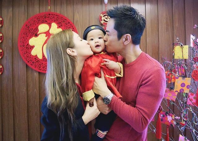 陈凯琳与闺蜜提前为儿子庆祝1岁生日