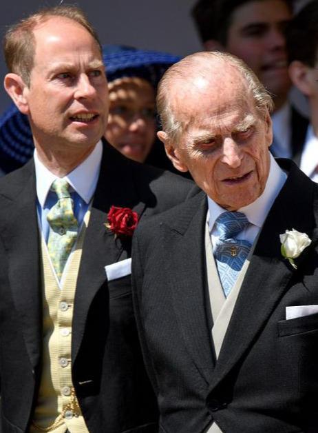 原创 哈里王子的地中海危机:他多次光顾植发诊所,疑似是梅根在施压
