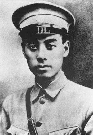 遵义会议周恩来成了军事总指挥,但实际上他把指挥权托给了毛主席