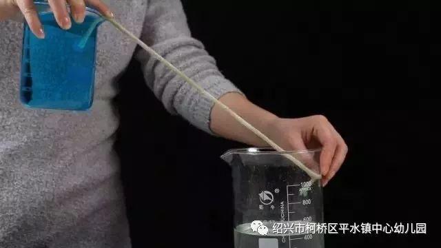 实验浮鸡蛋原理是什么意思_实验鸡蛋浮在盐水中