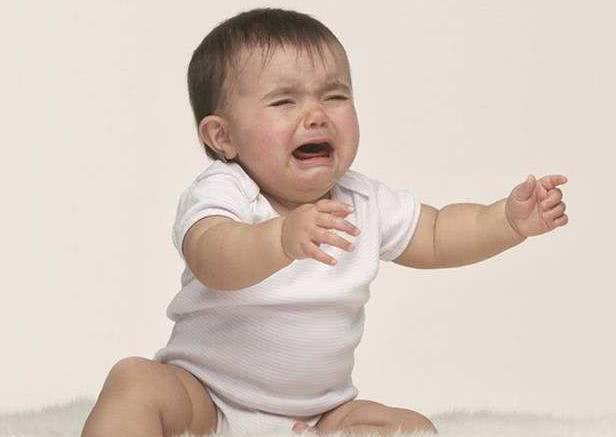 为什么宝宝做错事被骂哭后,还要求抱抱?这些原因,父母要知道