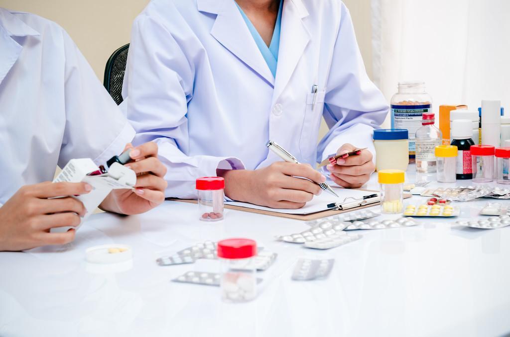 原创治疗脑梗的用药,吃久了会有副作用吗?医生说:咱们还是先保命吧