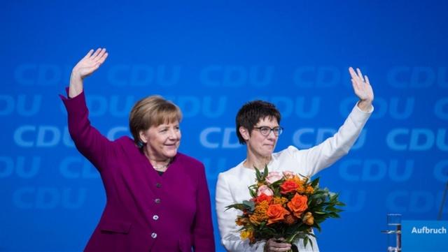"""德国政局突然生变!默克尔女""""接班人""""弃选总理"""