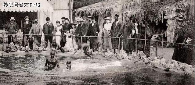 一女子被关进动物园长达5年,因身材特殊供人参观,25岁便被折磨离世
