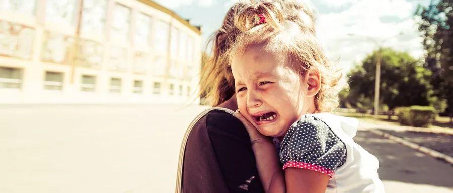 """积木育儿:护士说""""是个女孩"""",她在产床上大哭,背后原因令人唏嘘"""