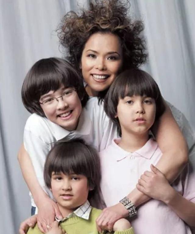 与付笛声分手,嫁外国人惨遭家暴,韦唯却将三个儿子培养成学霸