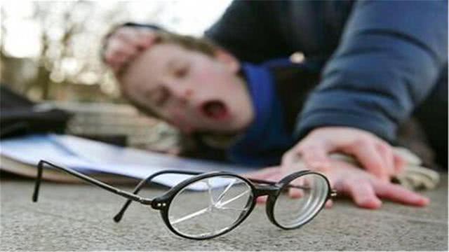 """孩子被欺负后,光找老师""""告状""""没啥用,聪明家长的做法值得借鉴"""