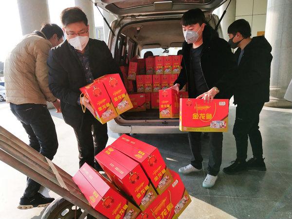 陈磊鑫:300箱食品送防控疫情第一线