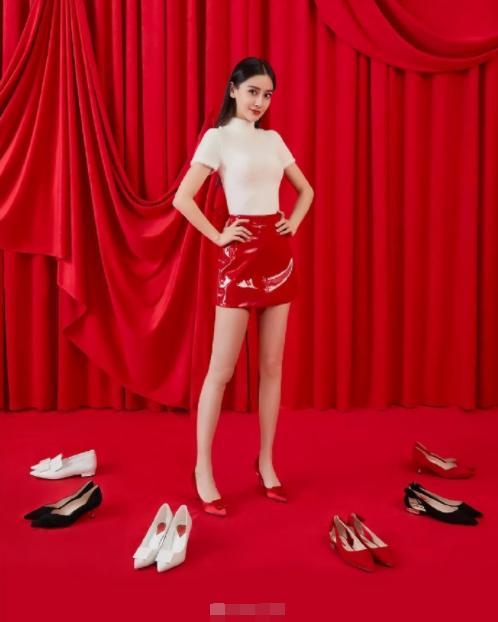 拍鞋履广告,baby不是闻鞋就是拿鞋贴脸太尴尬,不如杨幂娜扎高级