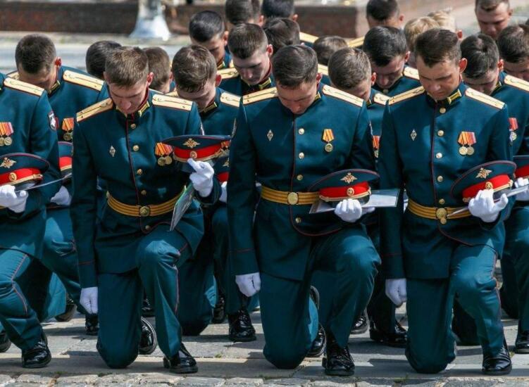 《军队不是法外之地,3名少将1名中将被革职,一年18位将军落马_超越交易平台,超越平台怎么样》