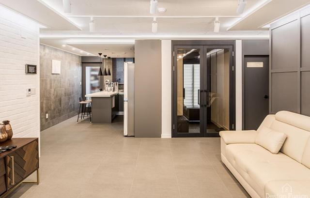 老房子卖还不如改!卧室砸掉隔墙,将门套装到顶,瞬间宽敞不少!